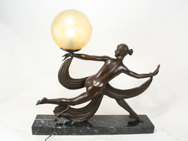 A Ouline Antique Art Deco Bronze Figurine Table Lamp
